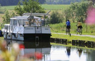cyclistes Euro Velo 6 a Montreux-Chateau F 90 Canal du Rhone au