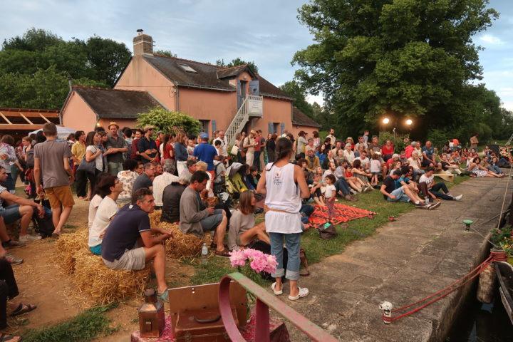 Manifestation à la maison éclusière de Cramezeul (44) (c)La cueilleuse