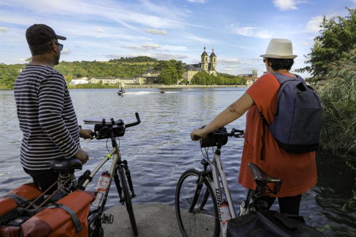 ILLUSTRATION 3_ Touristes à vélo à Pont-à-Mousson ©Guillaume Robert-Famy