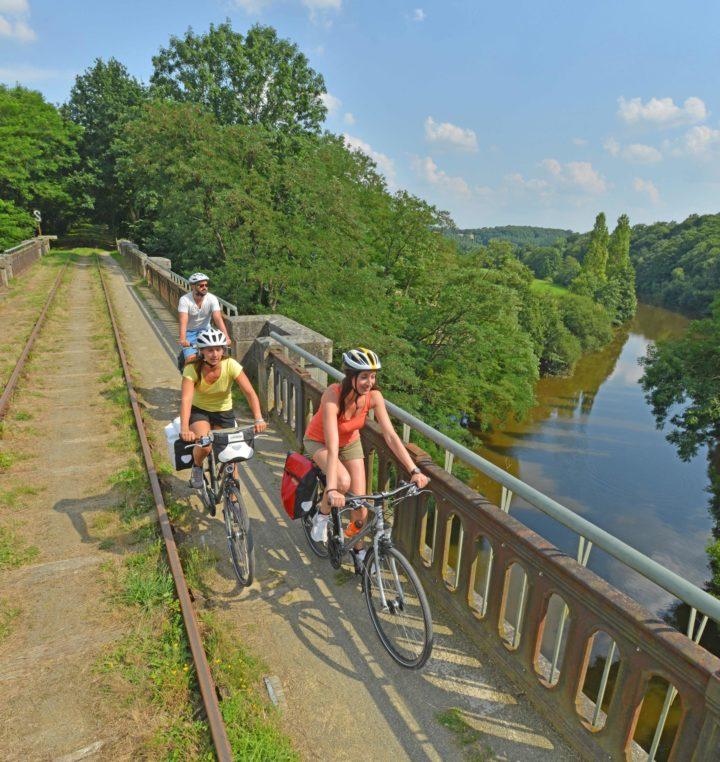 2_Vélo rail à Saint-Loup-du-Gast ©Joël Damase - Mayenne_Tourisme_BD