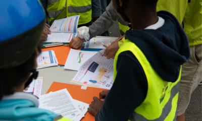 1_Distribution des attestations Savoir Rouler à Vélo SRAV par ProVelo Sud Île-de-France ©Florian Maurer_BD